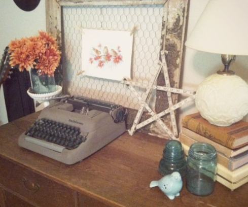 dresser typewriter bird vignette